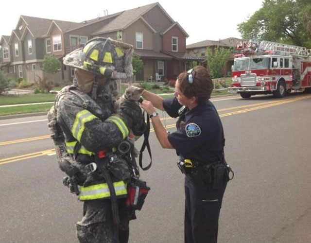 bombero-rescata-gato-casa-incendio